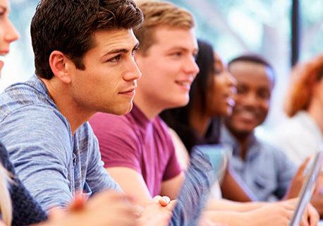 70% de ex-alunos de cursos técnicos têm emprego